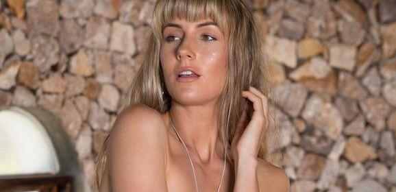 Jennifer Love, een naakte vrouw om verliefd op te worden