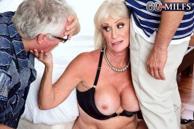 knappe-en-geile-oma-heeft-seks-met-de-klusjesman-14