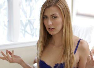 Knappe stiefzus heeft seks met oudere stiefbroer