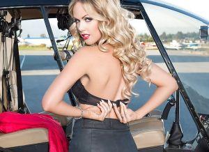 Heidi Michel gaat naakt in een helicopter