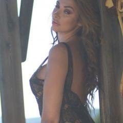 Rebecca Kelly, buiten babe in sexy zwarte lingerie