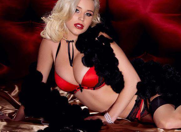 Naakte Vrouwen, van een blondje in prachtige lingerie tot een hete Aziatische babe