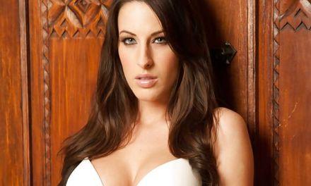 Kortney Kane vindt het geil om sexy lingerie aan te hebben tijdens het neuken