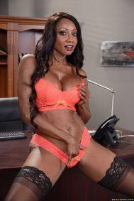 Diamond-Jackson-geile-ebony-lingerie-milf-doet-een-striptease-13
