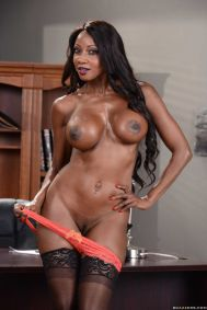 Diamond-Jackson-geile-ebony-lingerie-milf-doet-een-striptease-16
