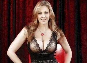 Julia Ann, mature milf met grote borsten