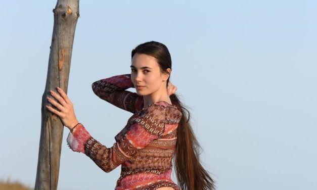 Naakte Vrouwen, van paaldansen op het strand tot een grote spiegel