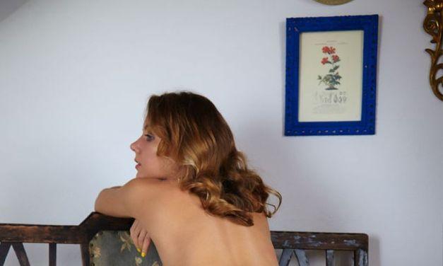 Naakte Vrouwen, van gele nagellak tot naakt op de vensterbank