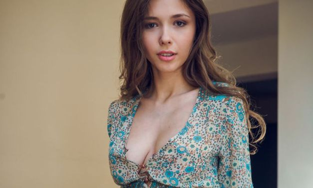Naakte vrouwen, van opwindend masturberen tot mooi op de trap
