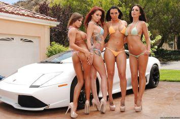 bikini-dames-gaan-naakt-bij-een-witte-Lamborghini-02