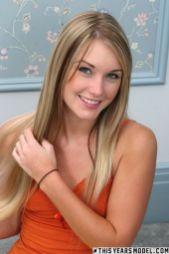 Jewel-blond-lang-haar-kleine-borsten-naakt-03