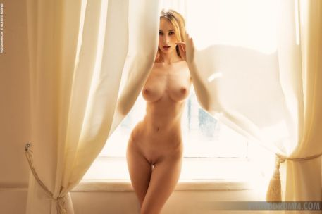 mooie-witte-lingerie-en-Yana-die-naakt-gaat-10
