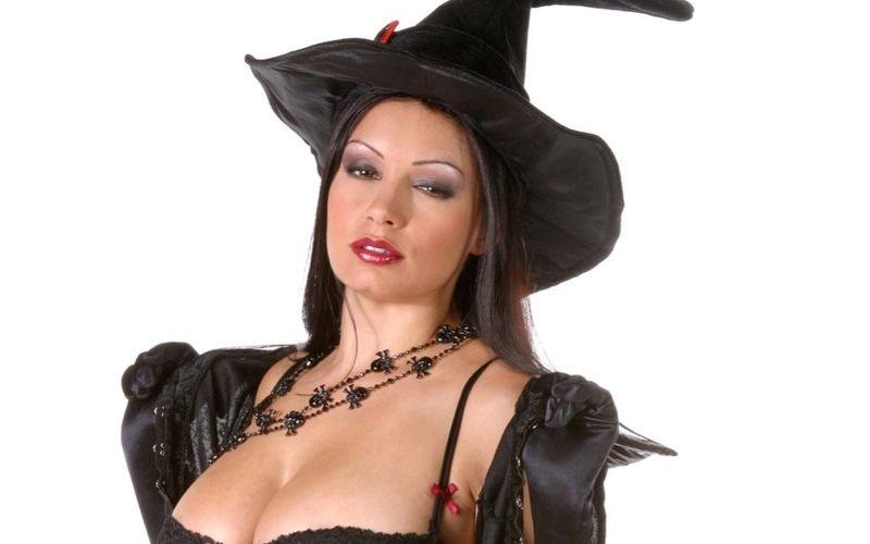 Naakte Vrouwen, van een hete heks tot een blonde verleiding