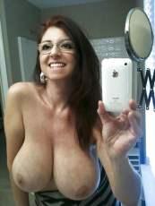 Geil brilletje en grote borsten