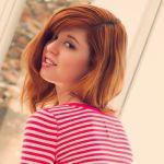 Rood haar en een heel kort strak jurkje of een grote trui