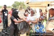 Nikki-Laoye-distributing-relief-items