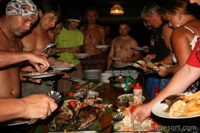 Společná večeře - dovolená na Bali