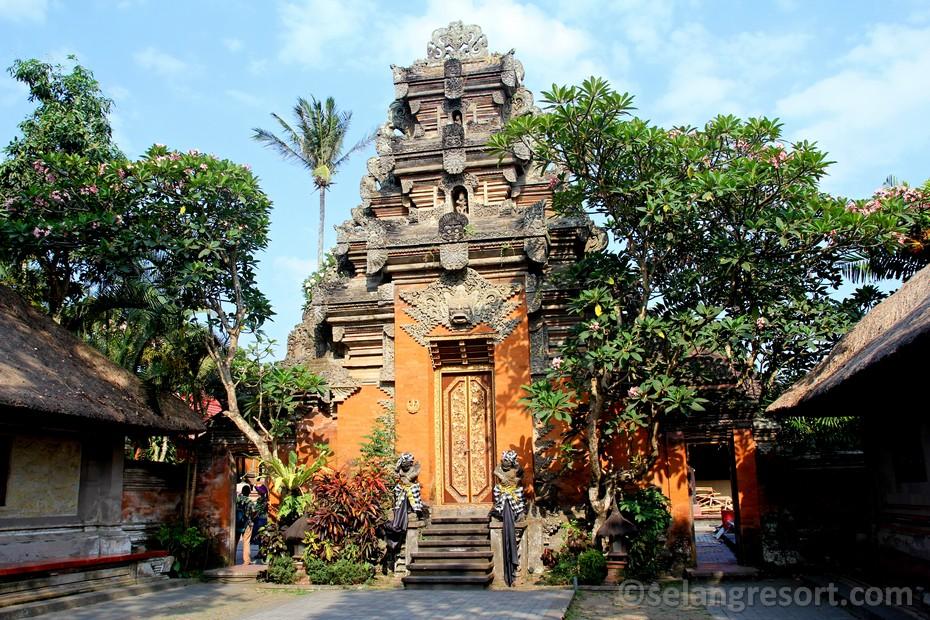 Ubud královský palác. Výlet Bali