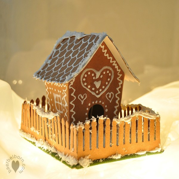 gingerbreadhouse01