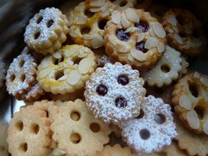 Linzer Augen Plätzchen, Marmelade Ausstechkekse, Ausstechplätzchen, Mürbteig, Keks, Ausstechkeks, Ausstechplätzchen, Plätzchen, Weihnachtskeks, Weihnachtsplätzchen, Linzer Plätzchen, Linzer Keks, Spitzbuben Gebäck