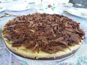 Feine Torte mit Schokoboden und Zitronencreme - schokosüß und zitronensauer.