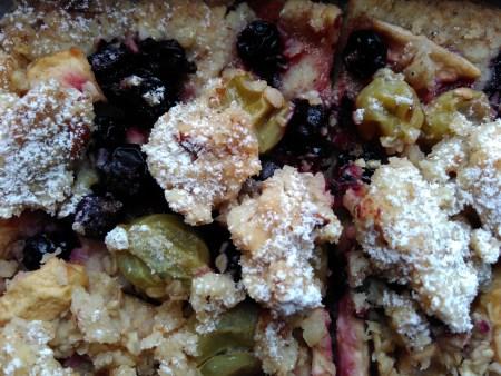 Streuselkuchen mit Beeren
