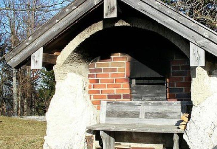 Gemauertes grosses Backhaus