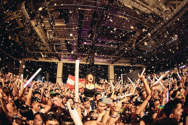 Road to Ultra Singapore Crowd_Ultra2015_Colossal134_Clean
