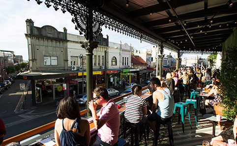 シドニー・ニュータウンにあるカフェの朝