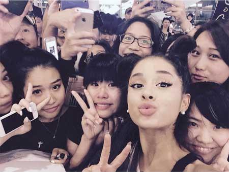 Ariana Grande自撮り10