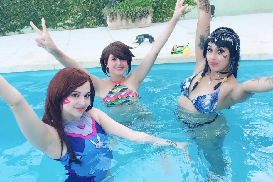Cosplays de Overwatch com Festa na Piscina - D.VA - Tracer - Pharah