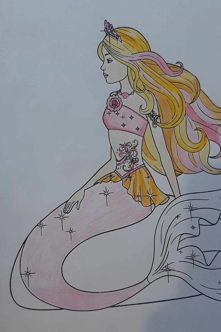 Barbie Sereia - Colorindo um desenho com lápis de cor tradicional - Cabelos longos 05