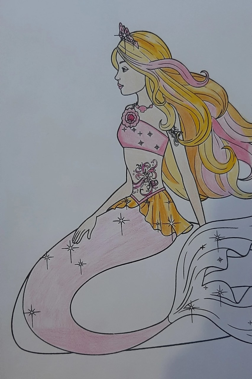 Barbie Sereia - Colorindo um desenho com lápis de cor tradicional - Cabelos longos 04