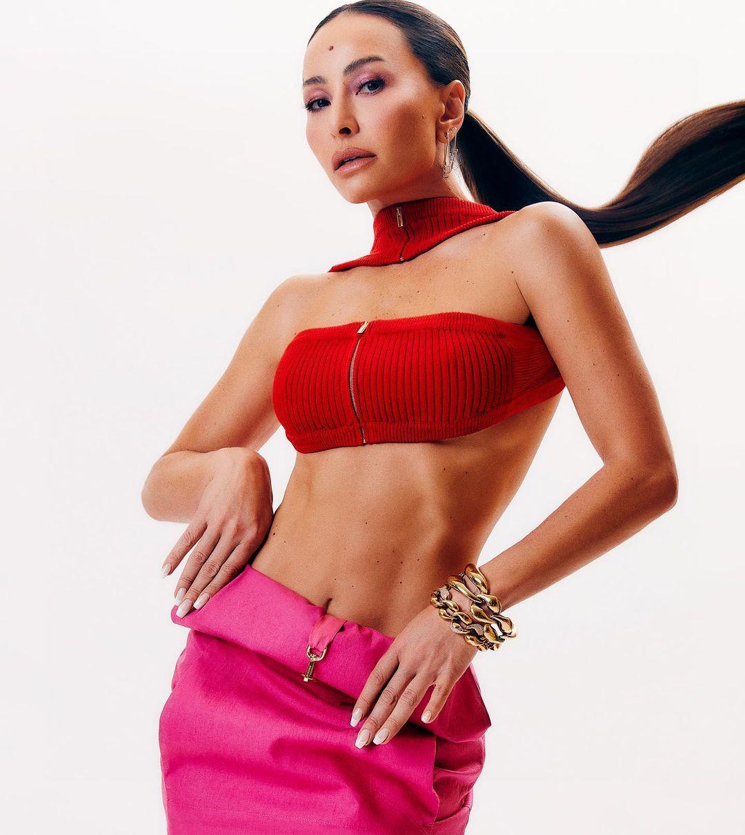 Lindo Look de Sabrina Sato com saia longa rosa 02