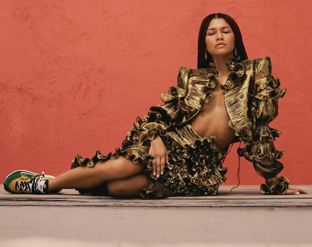 Look da Zendaya com muito glamour - Saia Dourada 02