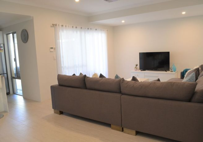 Family Room_opt
