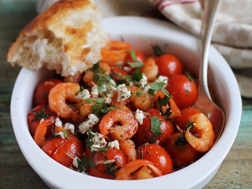 Crevettes, tomates et feta à la grecque