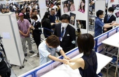 aramajapan_akb48-high-security-handshaking-4