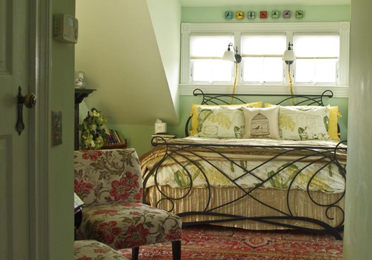 400-west-high-guestroom2