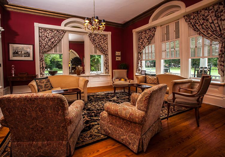 Abingdon_Manor_sitting-room