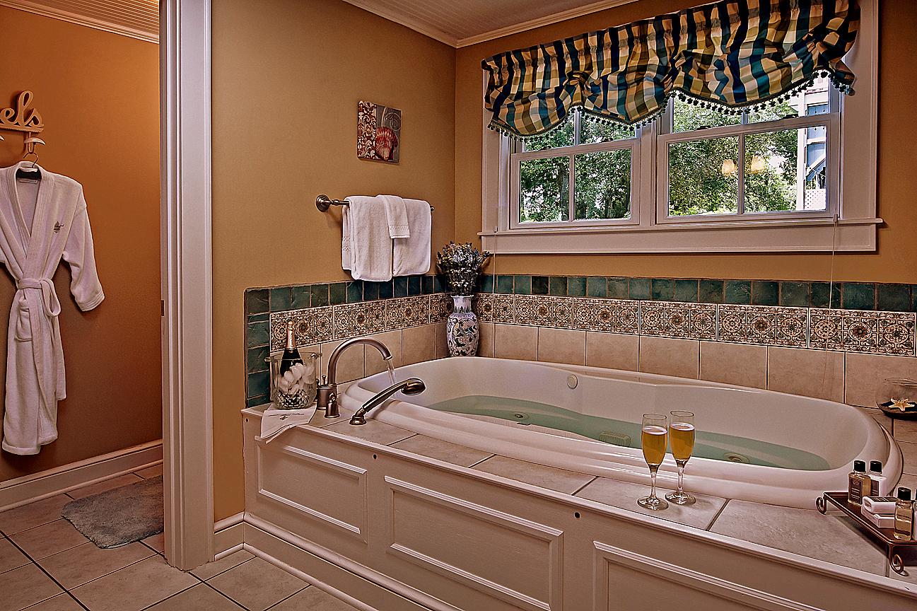 AmeliaIsland-bath