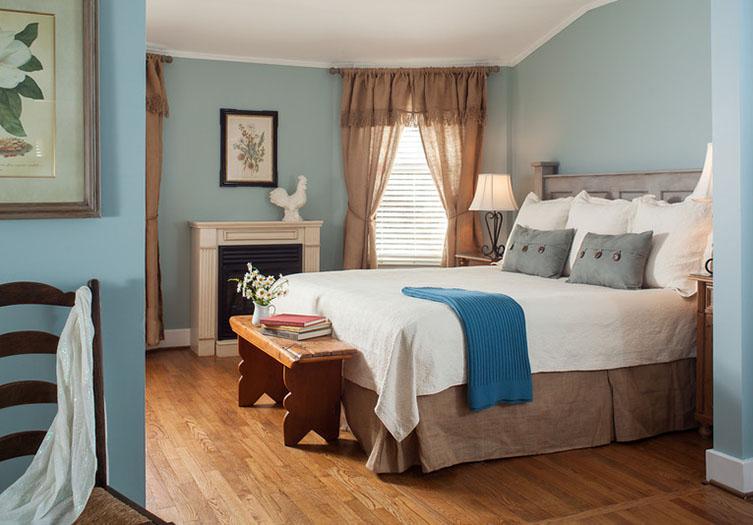 Chanticleer Inn Room 12
