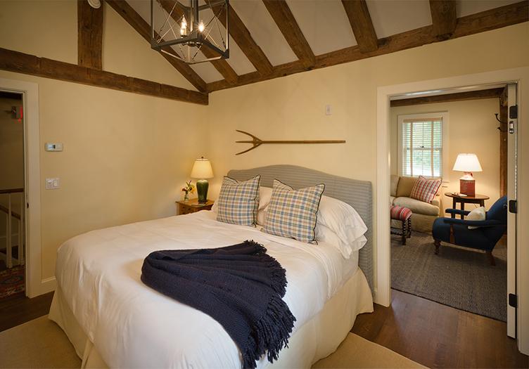 Hill-Farm-Inn-Guestroom-2