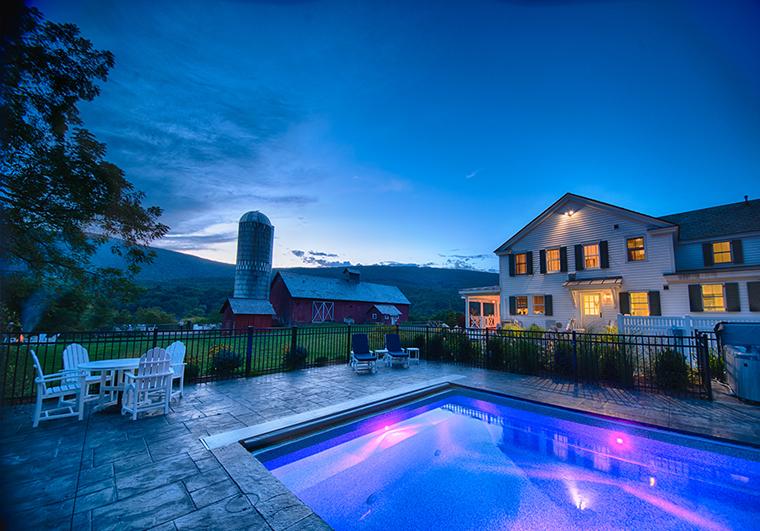 Hill-Farm-Inn-Pool