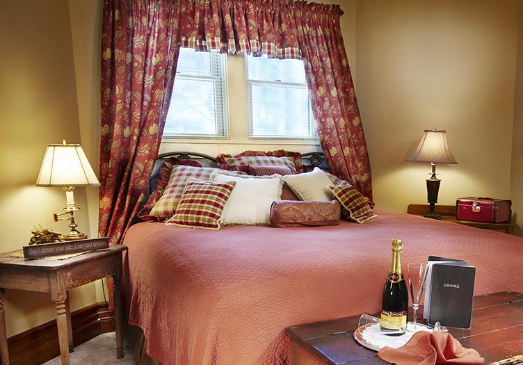 J_Palen_landis_suite_bedroom