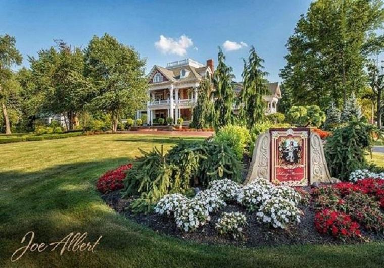 sebring-mansion_Front_of_Mansion