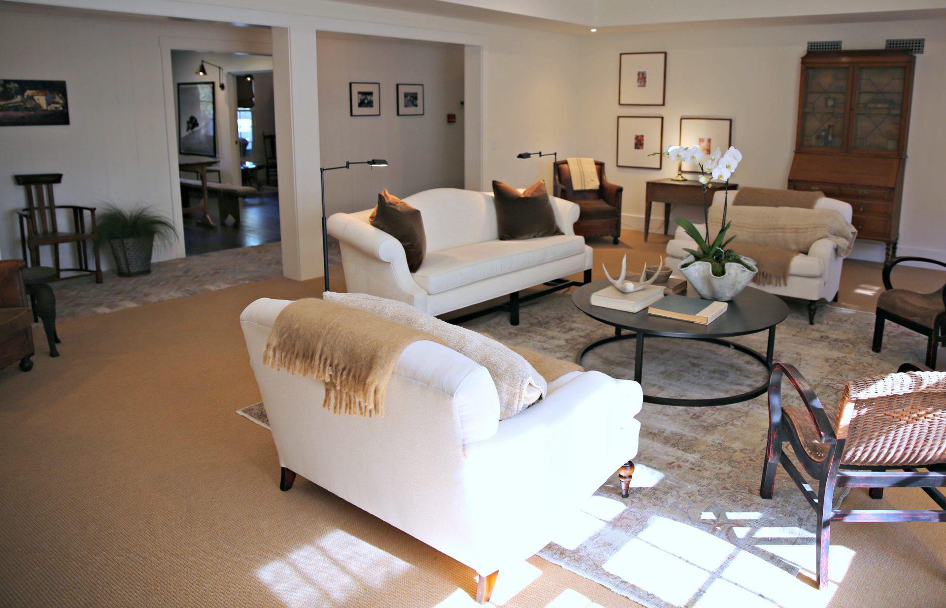 theballardinnandgatheringtablelivingroom