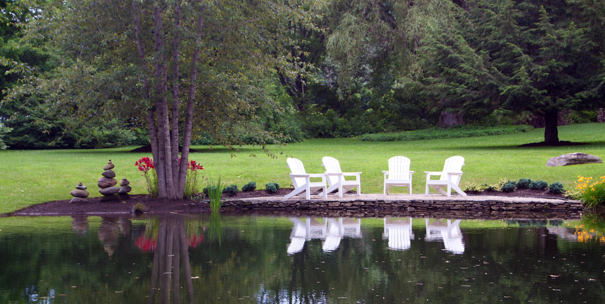 Pond in summer - Jackson House Inn
