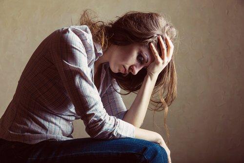 Mujer-sufriendo-con-miedo