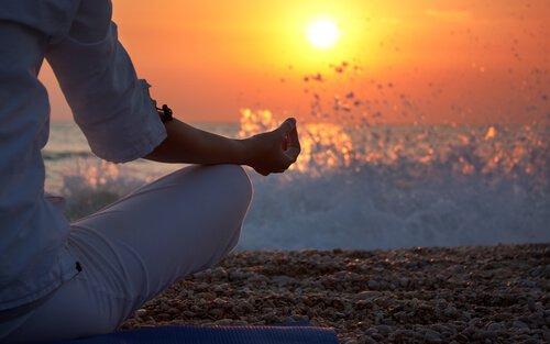 meditación-en-la-arena
